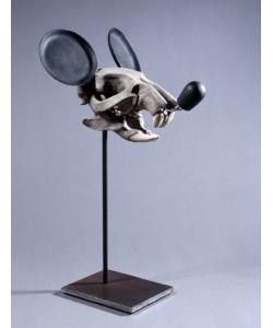 *série « Mickey is also a rat » (crâne), 2005, œuvre originale, Résine polyuréthane, résine polyester, acier, 44x24x23cm