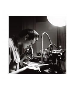 Lewis Durham fabricant un vinyl, Londres mars 2009