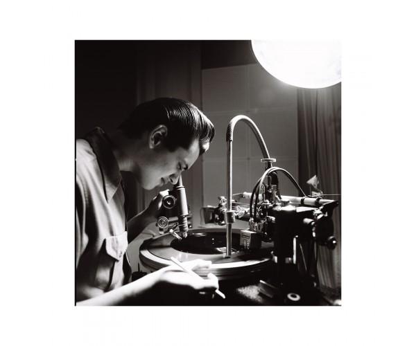 Lewis Durham fabricant un vinyl, Londres mars 2009 Richard Bellia - Vente d'Art